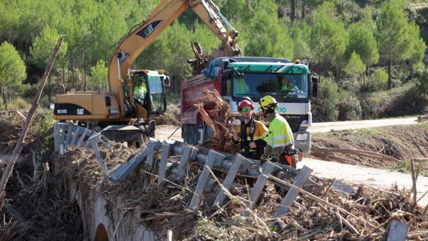 Los equipos de rescate reanudan la búsqueda de los 4 desaparecidos en las riadas