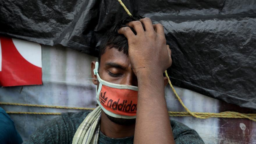 En India, con 20 millones de contagios, crece el llamamiento a un confinamiento total