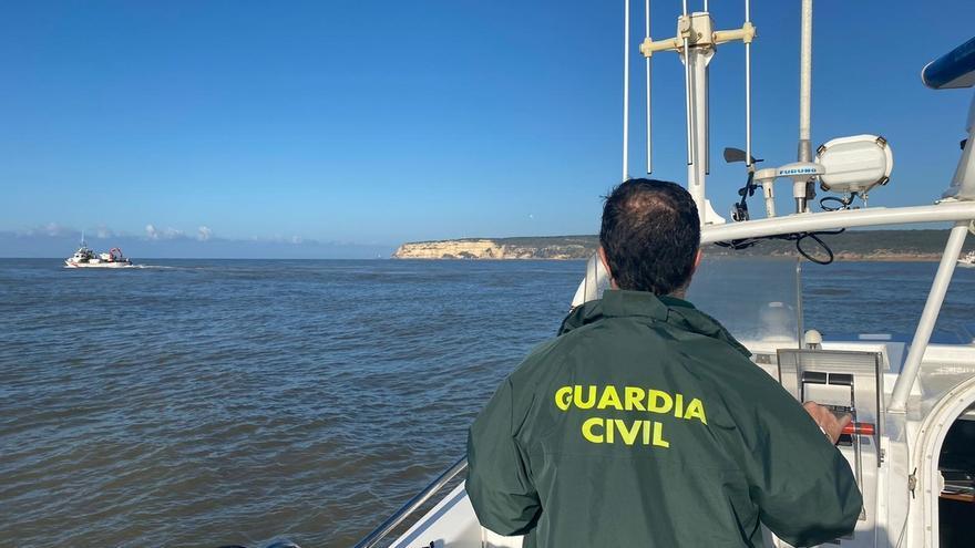 El cadáver rescatado a siete millas de Tarifa corresponde a uno de los tripulantes del 'Rúa Mar'