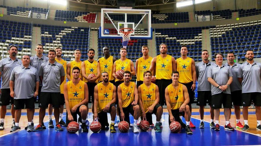 La plantilla y el cuerpo técnico del Iberostar Tenerife para la campaña 2016/2017.