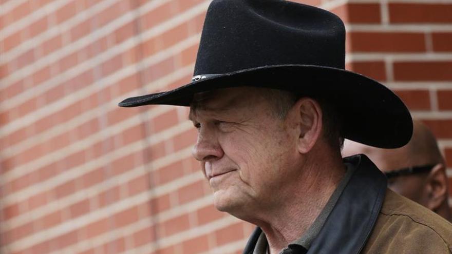 """El perdedor en las elecciones para el Senado por Alabama alega """"fraude electoral"""""""