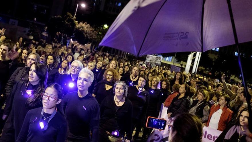 Miles de personas salieron a las calles de la capital grancanaria con motivo del Día Internacional contra la Violencia Machista.