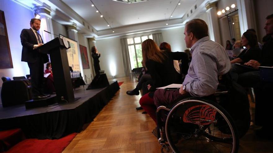 """Grynspan advierte de """"barreras invisibles culturales"""" en materia de discapacidad"""