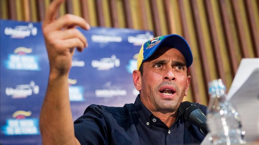 Capriles critica la concesión de poderes especiales a Maduro