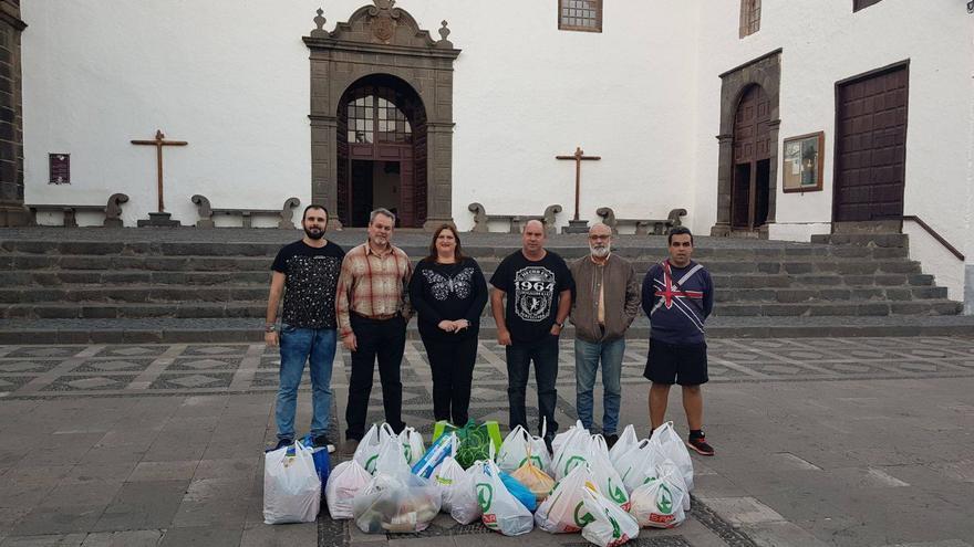 Alimentos donados por las rondallas.