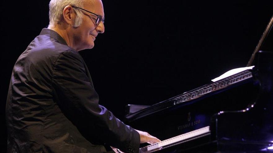 """Ludovico Einaudi dice que un piano """"es como escuchar una orquesta en blanco y negro"""""""
