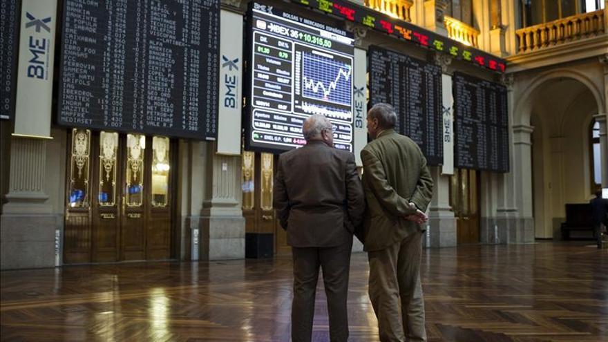La bolsa española comienza la semana al alza y el IBEX sube el 0,45 por ciento