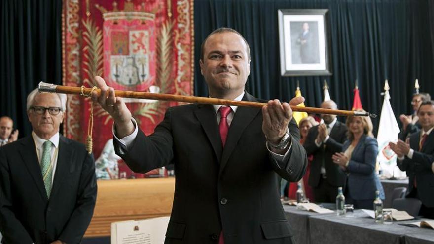 "Hidalgo ""celebra la libertad"" al ser proclamado alcalde de Las Palmas de G.C."