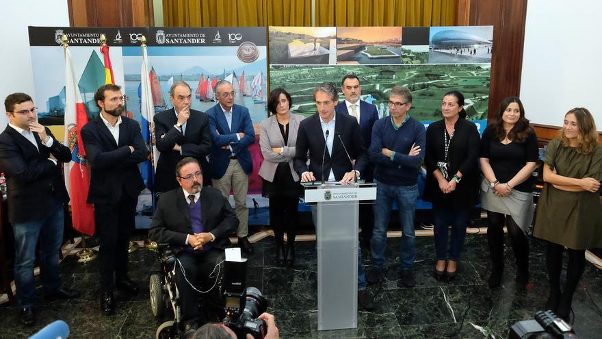 Íñigo de la Serna durante su despedida como alcalde de Santander. | AYTO