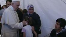 El Papa visita Moria, campo de detención de refugiados en Grecia