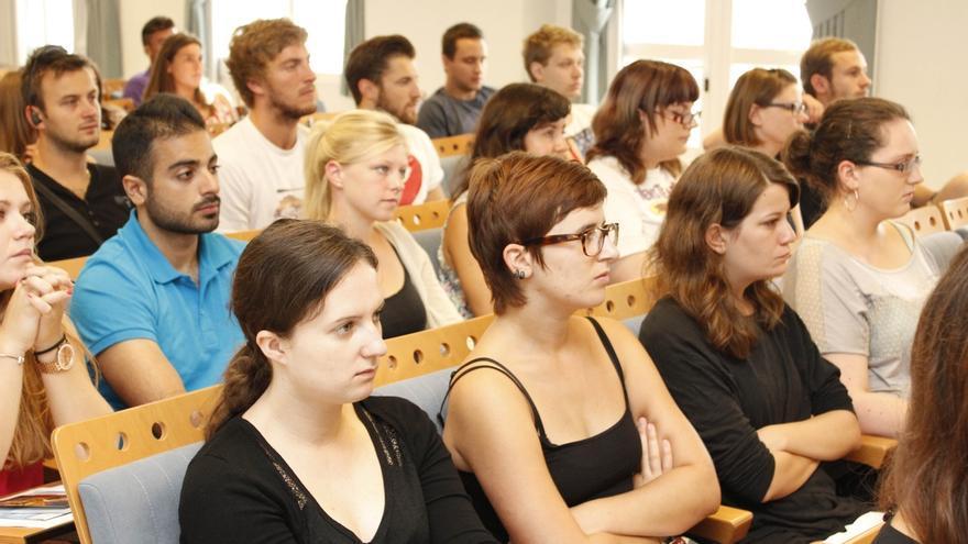 La Junta incrementa su aportación complementaria a las becas Erasmus del 50% al 75% de la ayuda base
