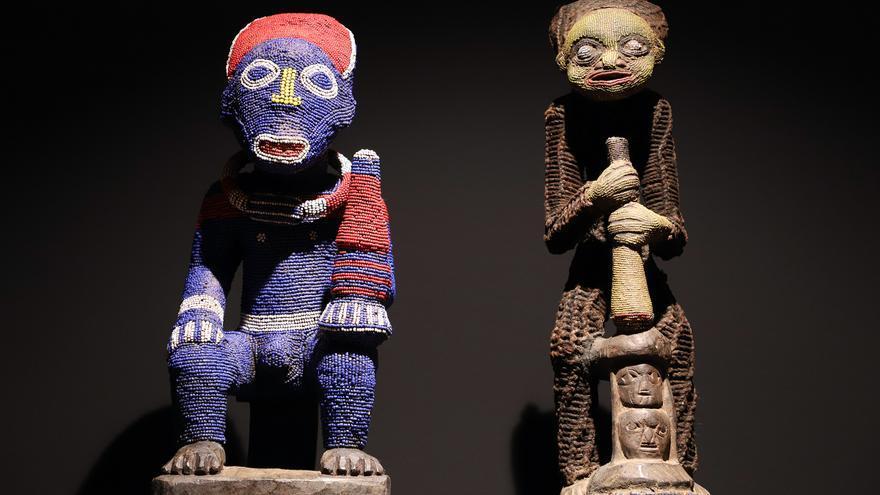 Dos de las piezas expuestas en la instalación del Espacio Cultural de CajaCanarias en la capital tinerfeña