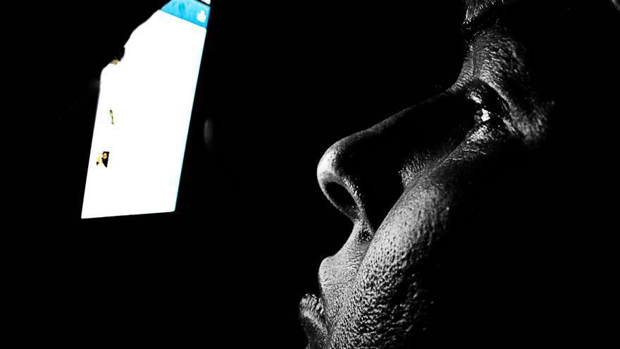 Evita las pantallas antes de dormir (Foto: Skley | Flickr)