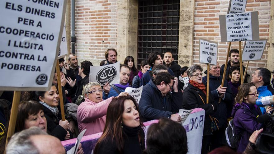La Coordinadora Valenciana de ONGD convocó una concentración a las puertas del TSJCV por el juicio a Blasco