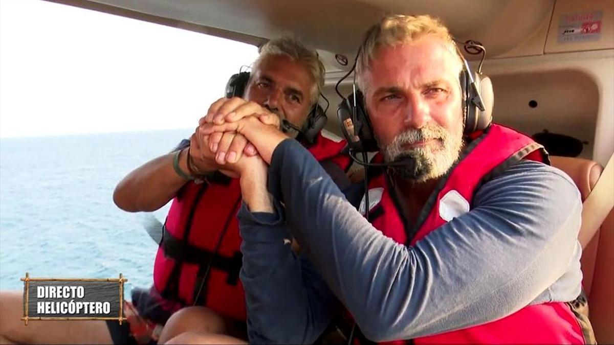 Agustín Bravo y Carlos Alba en el helicóptero de 'Supervivientes'