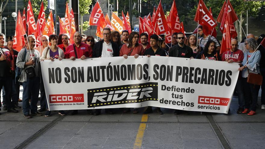 """Trabajadores de Deliveroo insisten antes del juicio en que no tienen """"flexibilidad"""" y son """"falsos autónomos"""""""