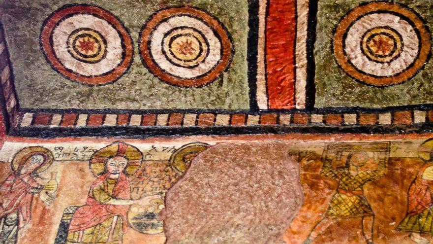 Pinturas murales en el interior de una de las iglesias de Lalibela.