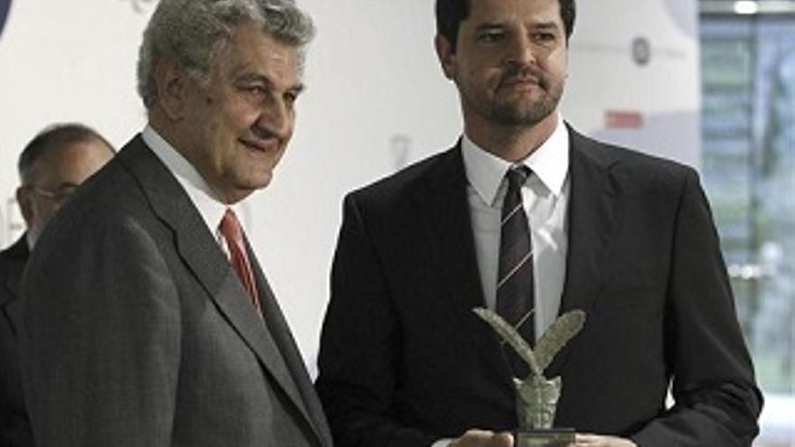 Luis Pérez recibe el premio al mejor corresponsal