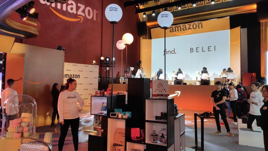 La 'pop up' montada por Amazon en el interior del cine de Callao en Madrid con motivo del Black Friday.
