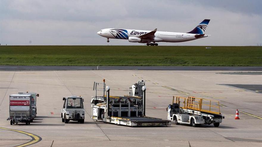 Francia no prima ninguna hipótesis sobre el siniestro del avión