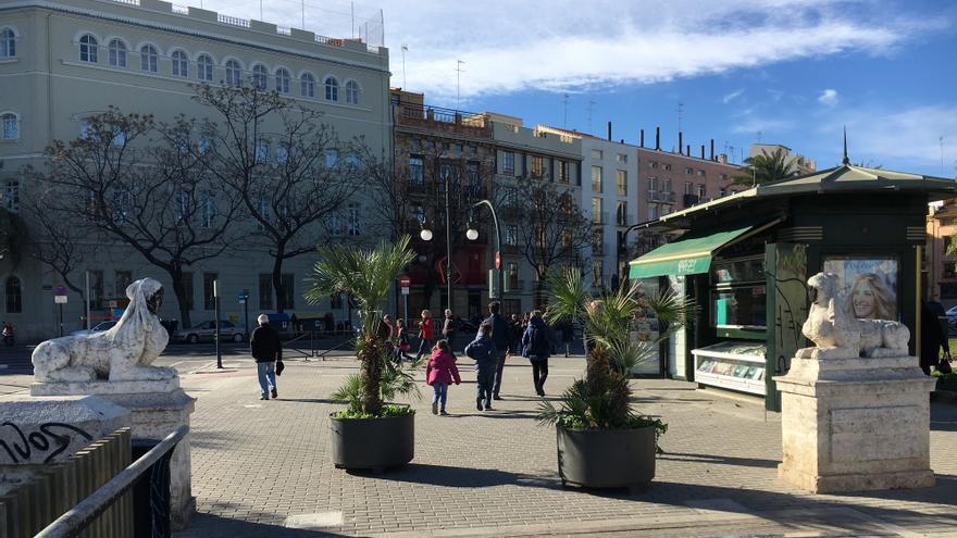 Las esfinges, de principios del siglo XIX, están ubicadas en el Pont de Fusta, en Valencia, y han sido objeto de pintadas y actos vandálicos