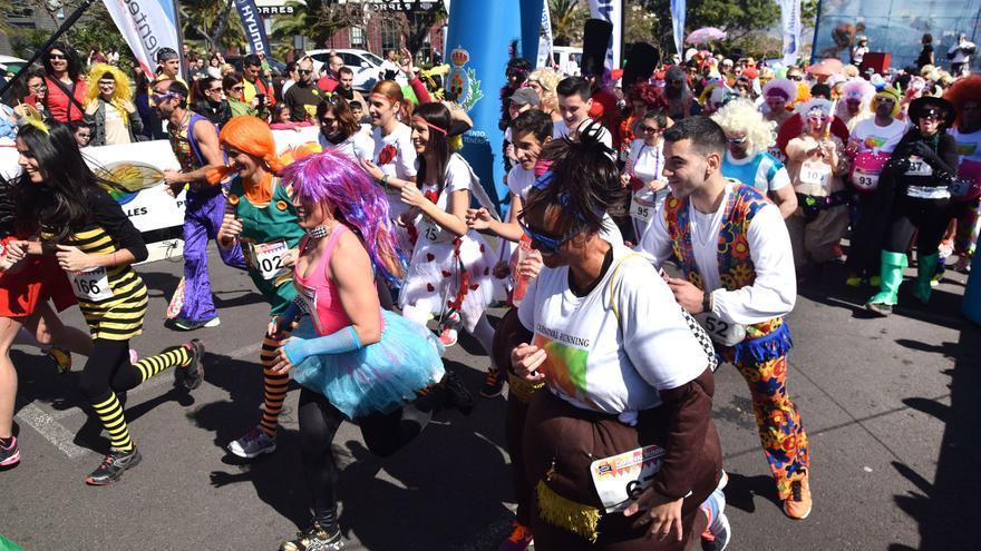 La Carnival Running se disputó en el entorno del parque marítimo de Santa Cruz.