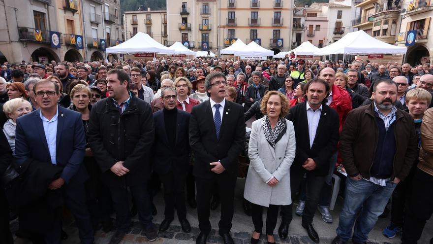 """Puigdemont pide a los catalanes que acompañen """"y no dejen solos al Govern y al Parlament"""""""