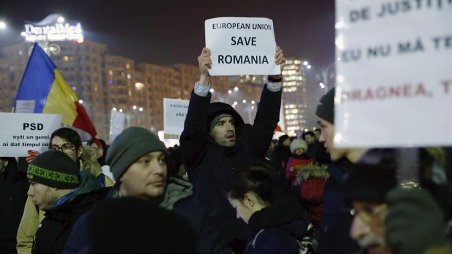"""Presidente rumano, """"preocupado"""" ante protestas por decreto sobre corrupción"""
