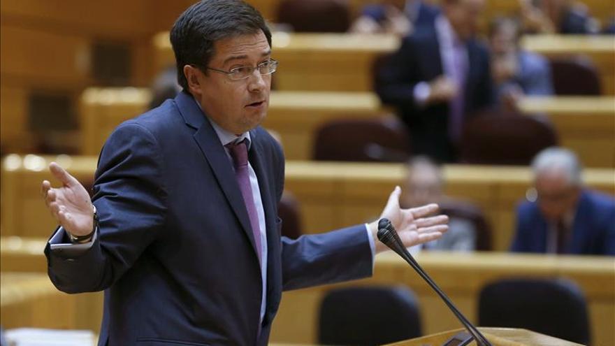 """El PSOE insta al PP a incluir la reforma constitucional """"si quiere ser creíble"""""""