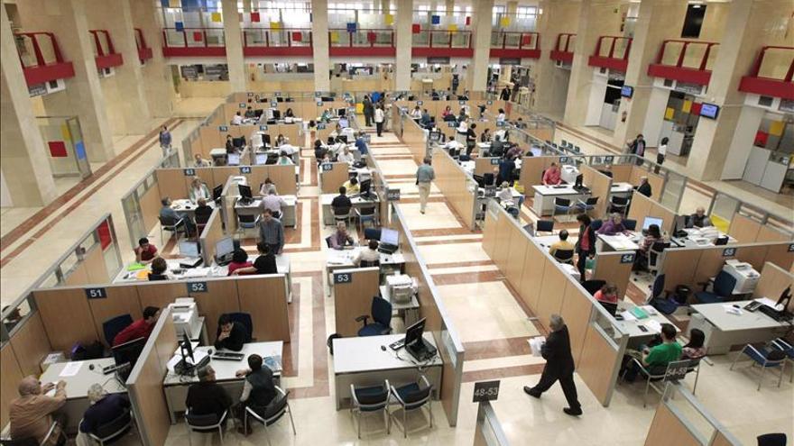 Entra en vigor la rebaja fiscal que ahorrará 1.110 euros a cada madrileño