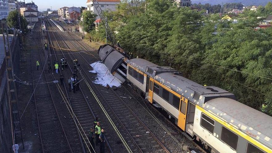 El tren descarrilado a la entrada de la estación de O Porriño