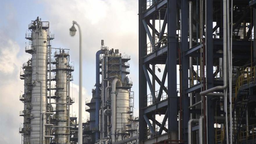 El petróleo de Texas abre con un descenso del 0,59 por ciento hasta los 57,75 dólares