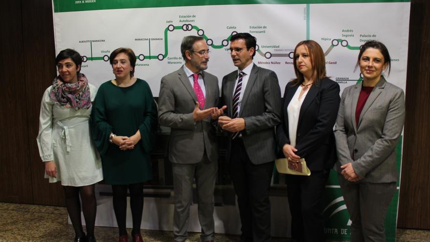 El consejero de Fomento Felipe López y el alcalde de Granada Francisco Cuenca (PSOE) en una reunión reciente sobre el metropolitano