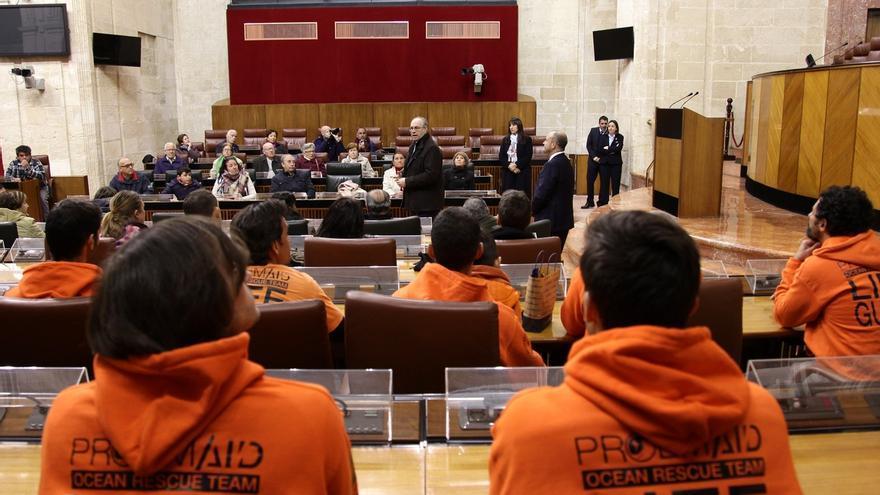 """El Parlamento andaluz traslada su """"más firme apoyo y solidaridad"""" a los bomberos encausados en Lesbos"""