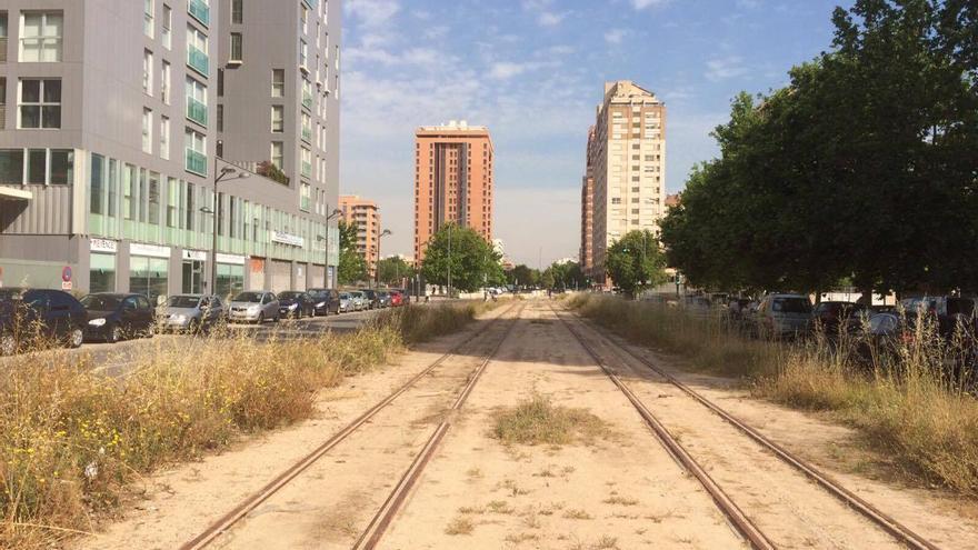 Así están las vías de la línea T2 de tranvía