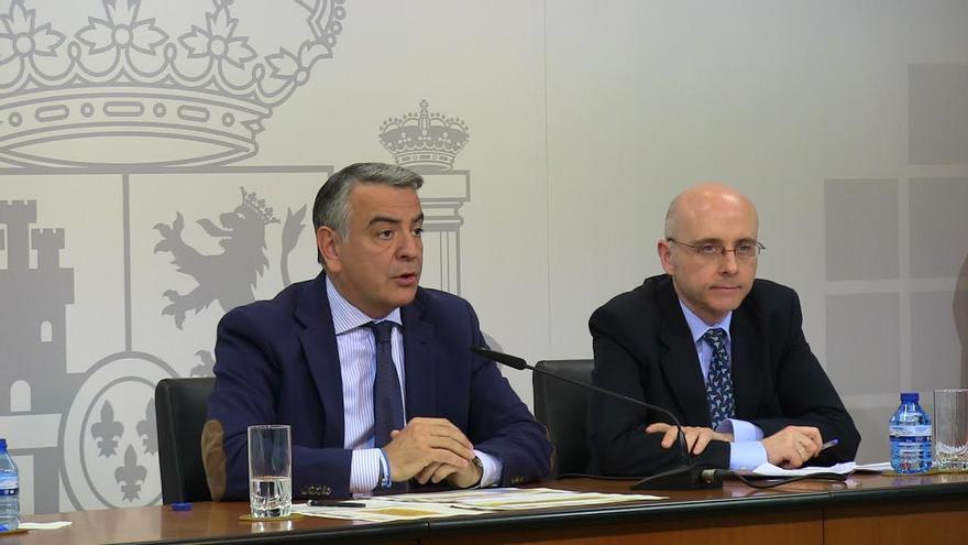 El delegado del Gobierno, Javier de Andrés, y el responsable de la Inspección, Carlos García