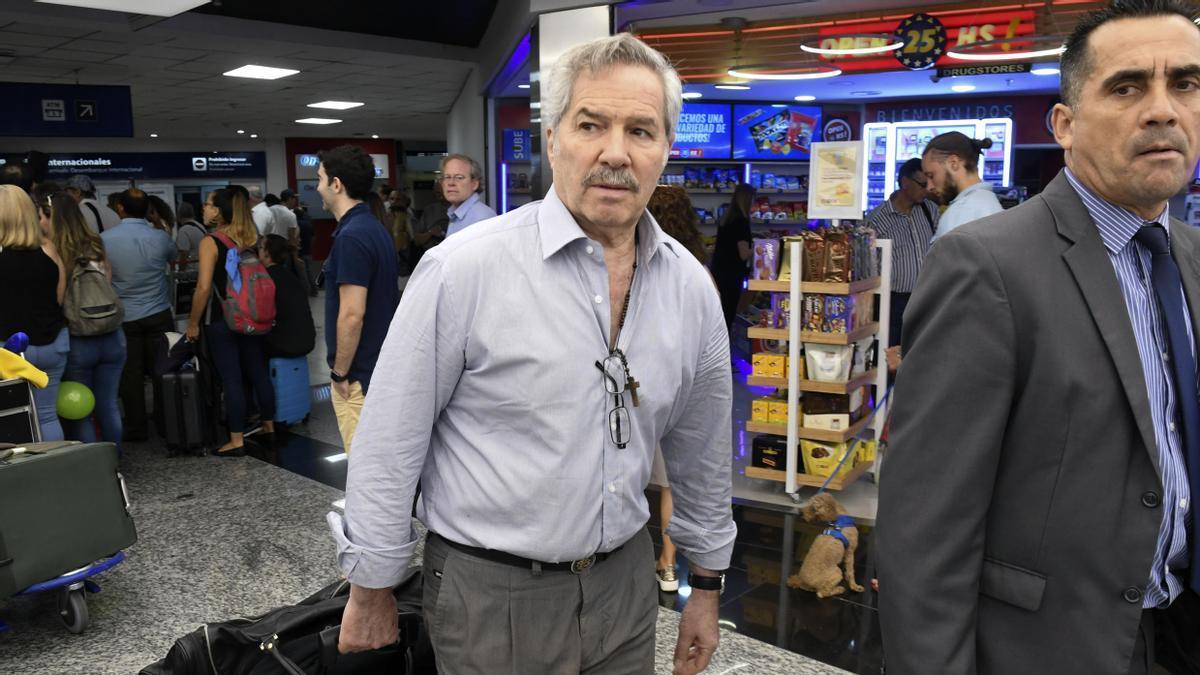 El excanciller Felipe Solá se enteró que dejaba su cargo en pleno vuelo hacia México.