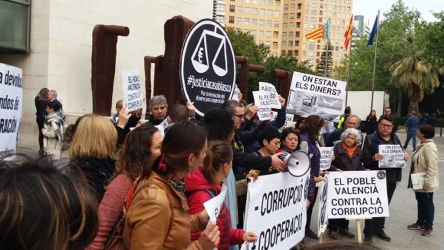 Concentración de la Coordinadora Valenciana de ONGD