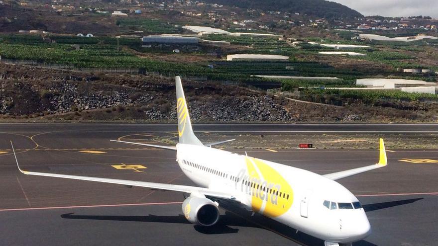 Momento de la llegada del avión al Aeropuerto de La Palma.