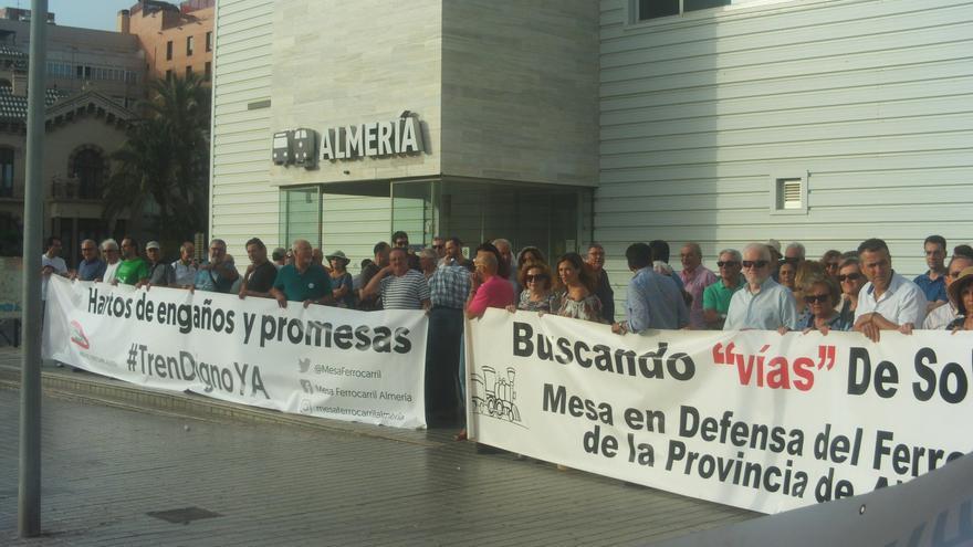 Concentración de la Plataforma por el tren a Almería
