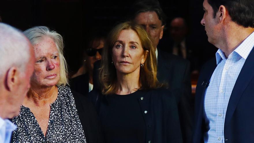 Felicity Huffman tras ser condenada, en 2019