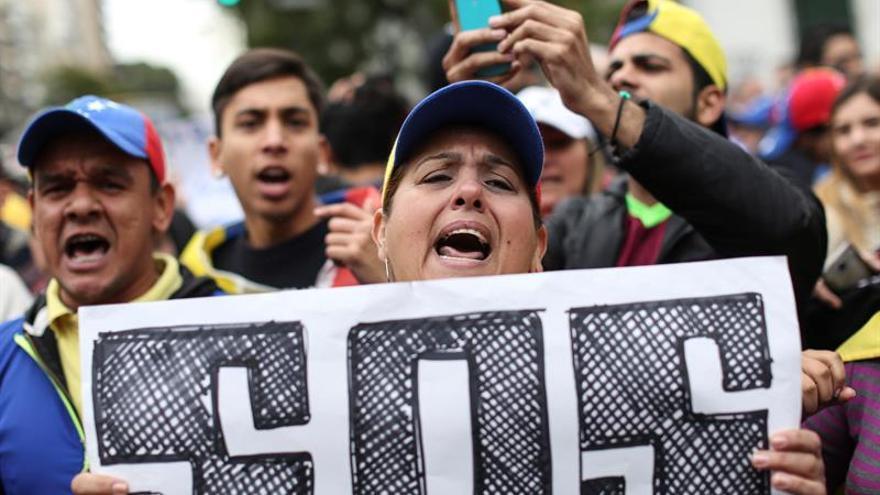 """Campesinos, monjas, artistas y doctores gritan """"revocatorio ya"""" en Caracas"""