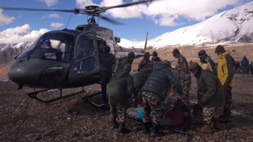 Grupo de rescate en la región del Annapurna (© Ejército nepalés)