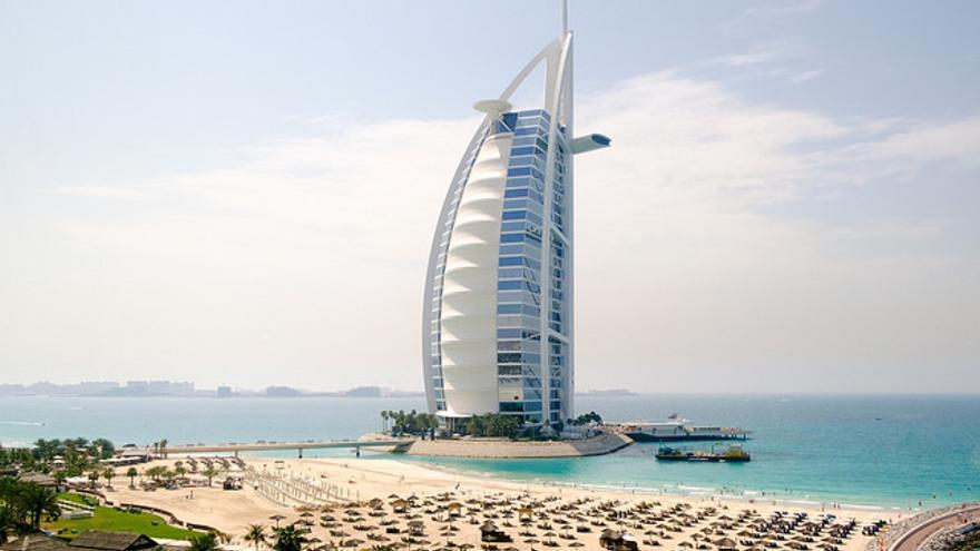 El hotel Buj Al Arab, con su forma de vela desplegada, es otro de los iconos de la ciudad de Dubai. Oiva Eskola