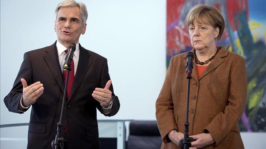 Merkel pide unidad europea para defender la libertad tras los atentados de París