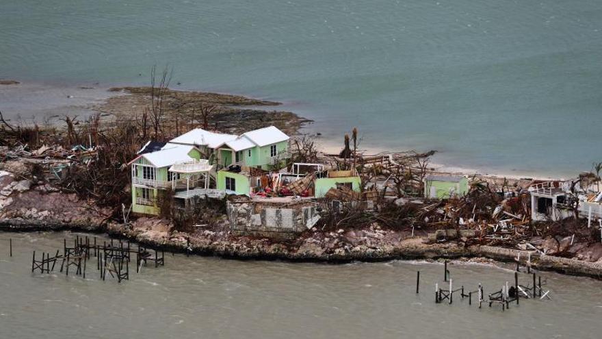 Miles de haitianos vuelven a comenzar tras el paso del huracán Dorian en Bahamas