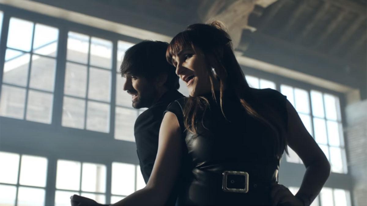 David Otero junto a Rozalén en la versión de 'Baile'.