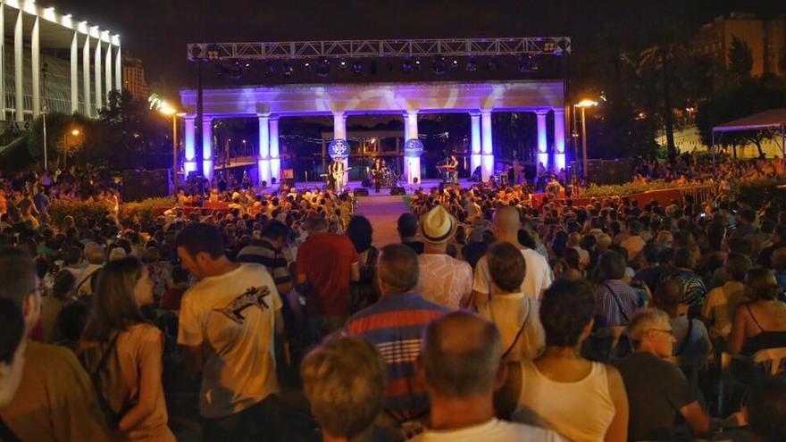 Una de las actuaciones al aire libre en los jardines del Palau de la Música