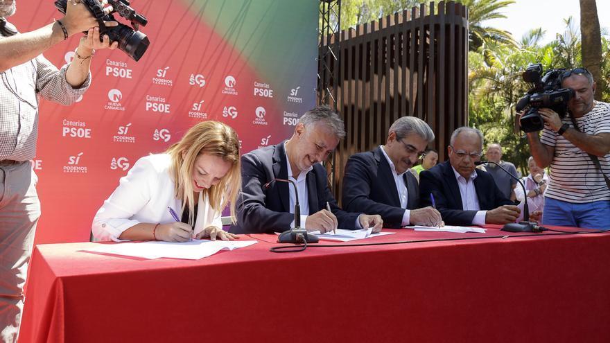 Los integrantes del Pacto de las Flores, en el momento de la rúbrica oficial del acuerdo político a cuatro bandas