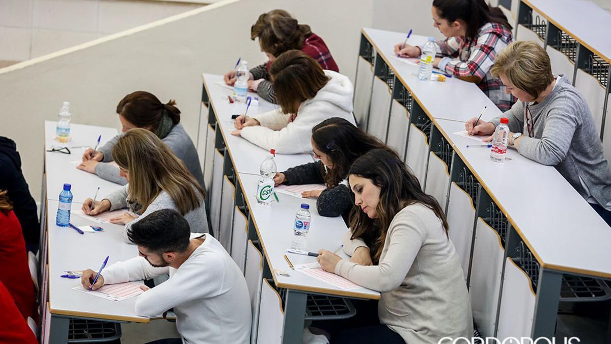 Imagen de archivo de un examen de oposición del SAS en Rabanales.